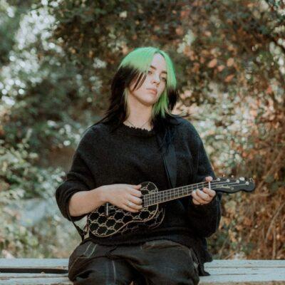 Billie Eilish y Fender lanzan un ukelele personalizado ¿Cuánto cuesta?