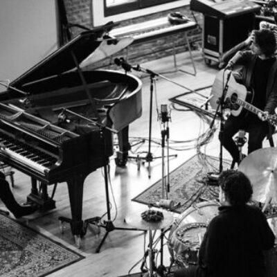 un.abril presenta su live session en Estudio Darwin Records