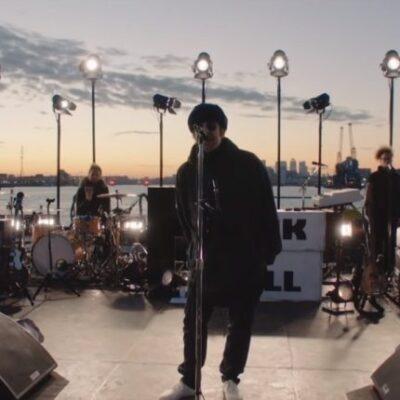 Liam Gallagher estrenó su nueva canción en una bote sobre el Rio Támesis