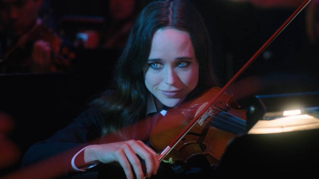 Elliot Page tocando el  violín