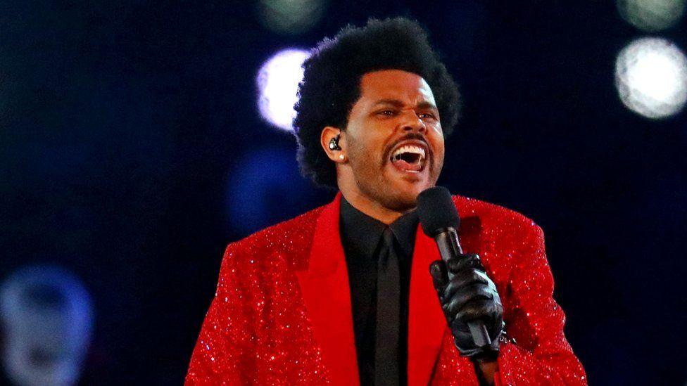 The Weeknd cantando