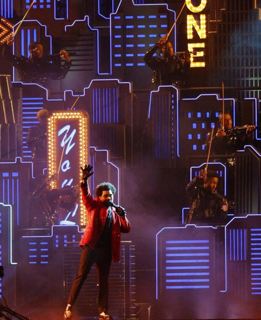 The Weeknd cantando en el super bowl