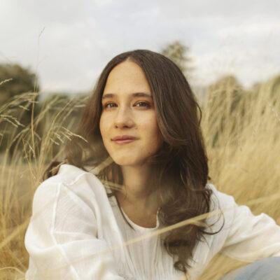 Ximena Sariñana presenta «A no llorar» un single cargado de femineidad