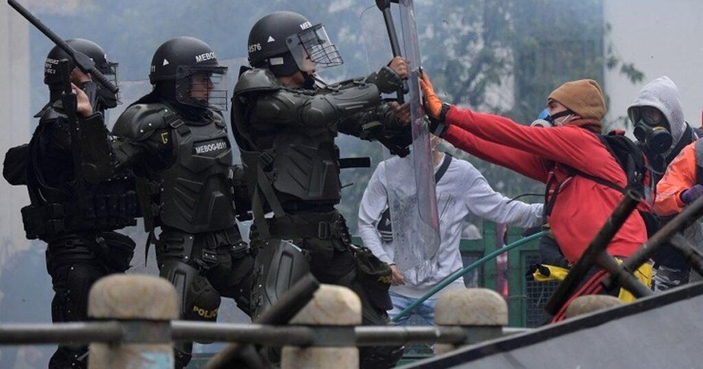 La militarización del país persiste y se están evaluando las consecuencias de la brutalidad policial de los últimos días.