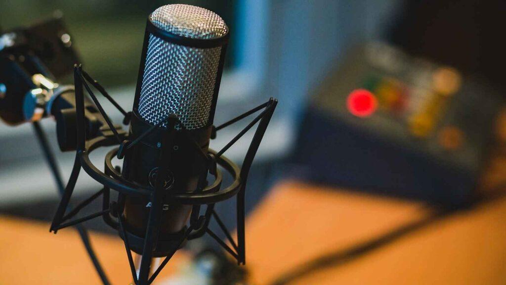 podcast-spotify mic akg